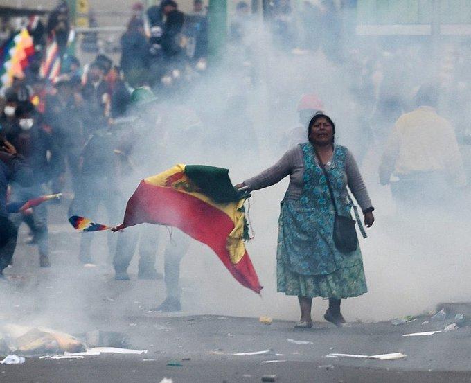 Mujer de pollera en resistencia